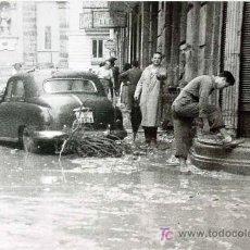 Fotografía antigua: ANTIGUA FOTO, RIADA 1957, VALENCIA, CALLE COMEDIAS Y LA PAZ, 14 X 9 CM. Lote 16632033
