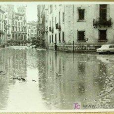 Fotografía antigua: ANTIGUA FOTO, RIADA 1957, VALENCIA, CALLE PINTOR SOROLLA Y UNIVERSIDAD, 14 X 9 CM. Lote 16632211