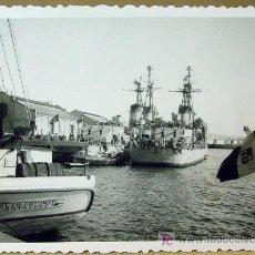 Fotografía antigua: FOTOGRAFIA, FOTO, VISITA ESCUADRA AMERICANA, 1953, PUERTO VALENCIA ?, O CASTELLON ?, 9,5 X 7 CM. Lote 16802568