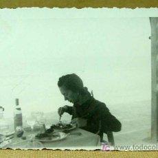 Fotografía antigua: FOTOGRAFIA ANTIGUA., FOTO, VALENCIA, 1934, BAR, PLAYA, PAELLA ?, MEDIDAS: 8.5. X 5.5 CM. Lote 18451900
