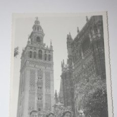 Fotografía antigua: GRAN FOTOGRAFIA LA GIRALDA (12 X 18.5 CMS) - SEVILLA AÑO 1948. Lote 27103362