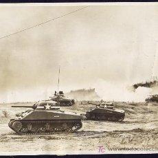 Fotografía antigua: TANQUES AMERICANOS M4 CONTRA TROPAS NAZIS EN EGIPTO - 1942 - 2ª GUERRA MUNDIAL. Lote 18781025