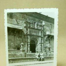 Fotografía antigua: FOTOGRAFIA, FOTO, SANTIAGO DE COMPOSTELA, HOSPITAL REAL, GALICIA, ANIMADA, 1940S. Lote 19295933