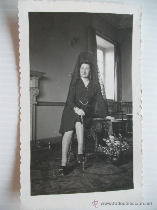 SEMANA SANTA DE SEVILLA, SEÑORA DE MANTILLA. 1943. (Fotografía Antigua - Fotomecánica)