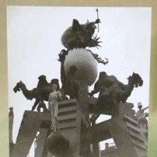 Fotografía antigua: FOTOGRAFIA DE FALLAS, FALLA DEL MERCADO, 1961, 10X7CM, BLANCO Y NEGRO,. Lote 23555227