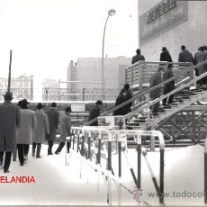 Fotografía antigua: FOTOGRAFIA HISTORICA: COMIENZO LEVANTAMIENTO MURO DE BERLIN, AÑOS 60, FOTO E.VERDUGO DIARIO PUEBLO. Lote 26965216