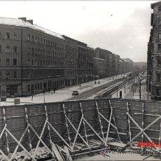 Fotografía antigua: FOTOGRAFIA HISTORICA: COMIENZO LEVANTAMIENTO MURO DE BERLIN, AÑOS 60, FOTO E.VERDUGO DIARIO PUEBLO. Lote 115285050