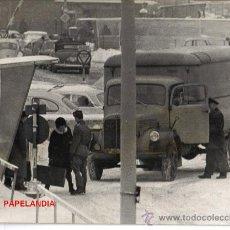 Fotografía antigua: FOTOGRAFIA HISTORICA: COMIENZO LEVANTAMIENTO MURO DE BERLIN, AÑOS 60, FOTO E.VERDUGO DIARIO PUEBLO. Lote 26965244