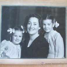 Fotografía antigua: 1940 MADRE E HIJAS. MÈRE ET LES FILLE. MOTHER AND DAUGHTERS 24X19,50. Lote 26624992