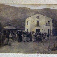 Fotografía antigua: ANTIGUA POSTAL, FOTOGRAFIA, ENTRADA AL BALNEARIO, ANIMADA. Lote 25378903