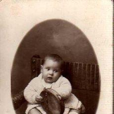 Fotografía antigua: FOTOGRAFIA DE UNA NIÑA - FOTOGRAFO FLORES , BARCELONA PELAYO 62 CARTON DURO. Lote 25537829