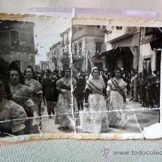 Fotografía antigua: FOTO, FOTOGRAFIA FALLAS, 6 X 8 CM, BORDE TROQUELADO, DOBLADA. Lote 25765747