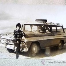 Fotografía antigua: FOTO , FOTOGRAFIA , FOTO RETRATO, COCHE Y CHICA, 12 X 9 CM. Lote 25770735