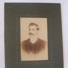 Fotografía antigua: MUSTACHED MAN. HOMBRE DE BIGOTES. MOUSTACHU HOMME. 1910 - CARTON DURO. HARD CARDBOARD. Lote 27365653
