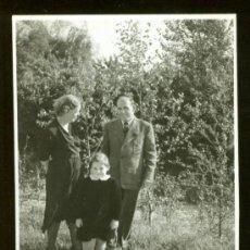 Fotografía antigua: FOTOGRAFIA EN BLANCO Y NEGRO . FOTO FAMILIAR 7 X 10. Lote 26375450