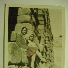 Fotografía antigua: SEGOVIA FOTOGRAFIA TOMADA EN EL ACUEDUCTO AÑO 1935 - MAS EN MI TIENDA. Lote 26266209