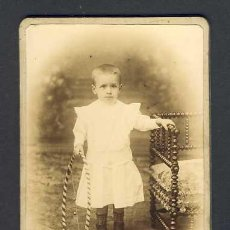Fotografía antigua: FOTO DE UN NIÑO CON UN JUGUETE (FOTOGRAFO ESTRANY DE MATARO) (V.FOTO ADICIONAL). Lote 26304930