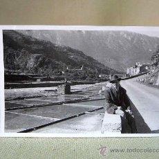 Fotografía antigua: ANTIGUA FOTO, FOTOGRAFIA, GERRI DE LA SAL, LERIDA, ANIMADA, 1948, MEDIDAS: 9X6 CM. Lote 26868051