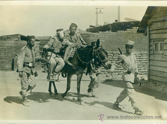 MELILLA. TRANSPORTE DE HERIDOS HACIA EL HOSPITAL MILITAR. HACIA 1909. (Fotografía Antigua - Fotomecánica)