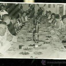 Fotografía antigua: BARBATE. GONZALEZ Y HERNANDEZ. RESTAURANTE EL ALMIRANTE (PACO VERDUGO). AGASAJO AL MINISTRO Y CIA. . Lote 28529118