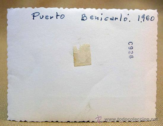 Fotografía antigua: ANTIGUA FOTO, FOTOGRAFIA FAMILIA, SEAT 600, PAREJA, 1960, PUERTO DE BENICARLO, MEDIDAS: 9.5X7 CM - Foto 2 - 28827116