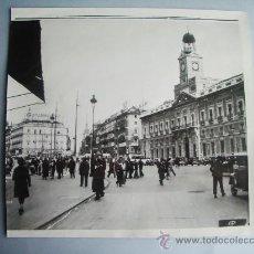 Fotografía antigua: 1936- GUERRA CIVIL ESPAÑA.PUERTA DEL SOL.MADRID. FOTO ORIGINAL. GRANDE 22X21 CM. Lote 28857820