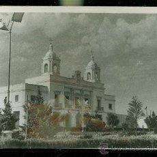 Fotografía antigua: FOTOGRAFIA DE BARBATE, CÁDIZ, 1965. CASA AYUNTAMIENTO. FANTÁSTICO EFECTO DEL CIELO NUBOSO. Lote 28935135