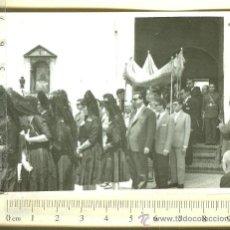 Fotografía antigua: FOTOGRAFIA ACTO RELIGIOSO CON REPRESENTACION MILITAR EN PRESENTEN ARMAS. Lote 29904770