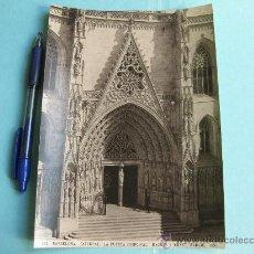 Fotografía antigua: FOTOGRAFIA IMPRESA HAUSER Y MENET 1896 - 347 BARCELONA - CATEDRAL - LA PUERTA PRINCIPAL. Lote 30162430
