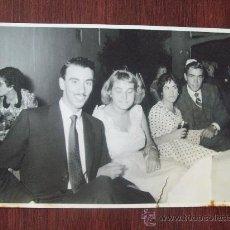 Fotografía antigua: PAREJAS EN UNA FIESTA - COUPLES AT A PARTY - COUPLES À UNE PARTIE 17X11,50. Lote 30169677