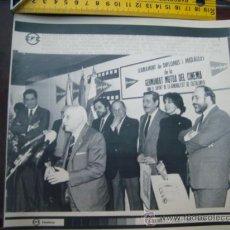 Fotografía antigua: TELEFOTO EFE, PAPEL FOTOGRAFICO ARCHIVOS TELEVISIVOS. AÑO 88 CONCHA VELASCO , ALFREDO LANDA.... Lote 31431947
