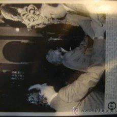 Fotografía antigua: ANTIGUA TELEFOTO AGENCIA EFE AÑOS 80 ORIGINAL EL REY DON JUAN CARLOS Y REINA SOFIA CRISTO MEDINACELI. Lote 31853938