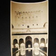 Fotografía antigua: 1927- TORRE Y PATIO DE LOS ARRAYANES. ALHAMBRA DE GRANADA. FOTOGRAFÍA ORIGINAL.. Lote 32018079
