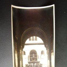 Fotografía antigua: 1927- PATIO DE LOS LEONES. ALHAMBRA DE GRANADA. FOTOGRAFÍA ORIGINAL.. Lote 32018128