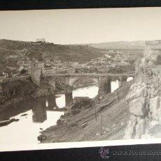 Fotografía antigua - 1954- PUENTE DE ALCÁNTARA Y VISTA DE. TOLEDO. FOTOGRAFÍA ORIGINAL. - 32073802