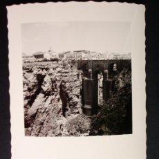 Fotografía antigua: 1955 - LOTE DE 5 FOTOS DE RONDA. MÁLAGA. FOTOGRAFÍAS PROFESIONALES Y ORIGINALES. PRECIOSAS.. Lote 32332923
