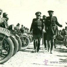 Fotografía antigua: ZARAGOZA. MILITAR. GENERAL AUTOMÓVILES. SOLDADOS MOTORISTAS. H. 1950. . Lote 32356283
