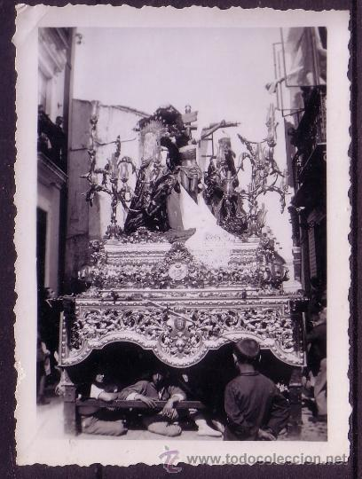 SEMANA SANTA SEVILLA - FOTOGRAFIA DE LA HERMANDAD DE LA TRINIDAD - 8,5X6 CM AÑOS 50 (Fotografía Antigua - Fotomecánica)