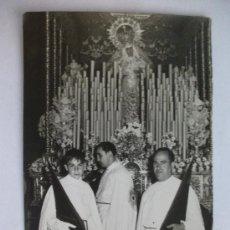 Fotografía antigua: SEMANA SANTA SEVILLA: PASO PALIO CON LA VIRGEN DE LAS ANGUSTIAS DE LOS GITANOS Y NAZARENOS .. Lote 32792925