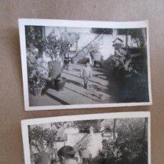 Fotografía antigua: NIÑO EN EL JARDIN. CHILD IN THE GARDEN. CHILD IN THE GARDEN - 2 PHOTOS. Lote 33112293