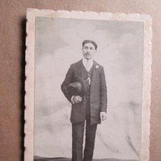 Fotografía antigua: HOMBRE ELEGANTE, ELEGANT MAN, HOMME ÉLÉGANT, URUGUAY 1912, CARTON DURO, CARDBOARD. Lote 33519490