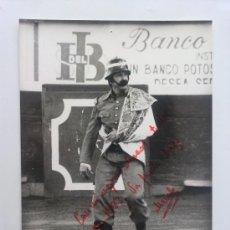 Fotografía antigua: FOTO-FOTOGRAFIA, EL BOMBERO TORERO MEXICO 1982, DEDICADA AUTOGRAFIA FELICITACION, TOROS. Lote 33658945