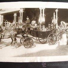 Fotografía antigua: 1923-ALFONSO XIII Y VICTORIA EUGENIA EN LA ESTACIÓN DE ROMA CON VICTOR EMMANUEL DE ITALIA .GRANDE 25. Lote 34312582