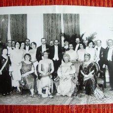 Fotografía antigua: 1925-ALFONSO XIII Y VICTORIA CON EL CUERPO DIPLOMÁTICO DE COLOMBIA.MADRID.GRANDE 25X18 CM. Lote 34328355