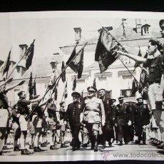 Fotografía antigua: 1953-FRANCISCO FRANCO.ALCALDE MAYOR DE MÓSTOLES.MADRID. FOTO ORIGINAL. GRANDE 23,5X18 CM. Lote 35209945