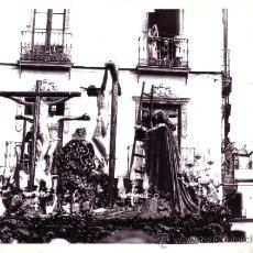 Fotografía antigua: SEMANA SANTA SEVILLA - FOTOGRAFIA DE 20X16 CM - DE LA CARRETERIA EN LA CALLE - POSIBLE SERRANO. Lote 35237947