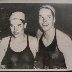 Fotografía antigua: FOTOGRAFÍA ANTIGUA, ORIGINAL DE ÉPOCA. RECORD FEMENINO DE NATACIÓN EN LOS JUEGOS BRITÁNICOS. 1958. . Lote 35587967