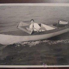 Fotografía antigua: FOTOGRAFÍA ANTIGUA, ORIGINAL DE ÉPOCA. LANCHA MOTORA HECHA EN CASA.COSTÓ 200 DÓLARES.1958.NAVEGACIÓN. Lote 35588132