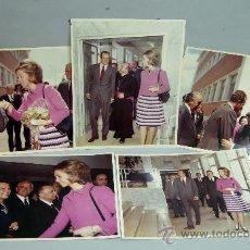 Fotografía antigua - 5 fotos Reyes España Juan Carlos Borbón Sofía Grecia años 60 visita institución personalidades obisp - 35993050