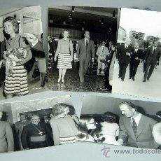 Fotografía antigua - 5 fotos Reyes España Juan Carlos Borbón Sofía Grecia años 60 visita institución personalidades obisp - 35993134